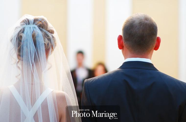 Partager ses photos de mariage sur Internet n'est pas toujours très aisé, surtout lorsqu'on souhaite que l'accès à ses photos soit sécurisé.
