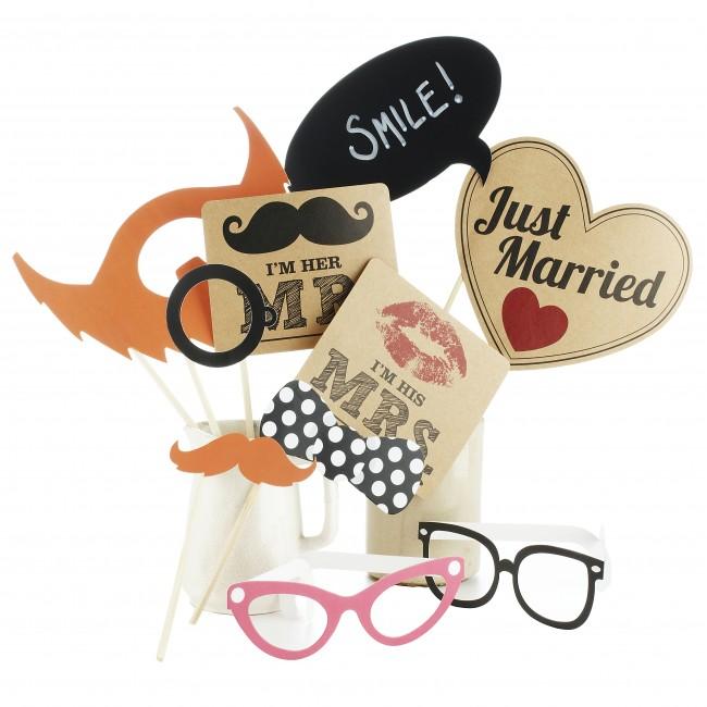 Photo booth de mariage : Des accessoires rigolos et variés à proposer aux invités pour la séance photo