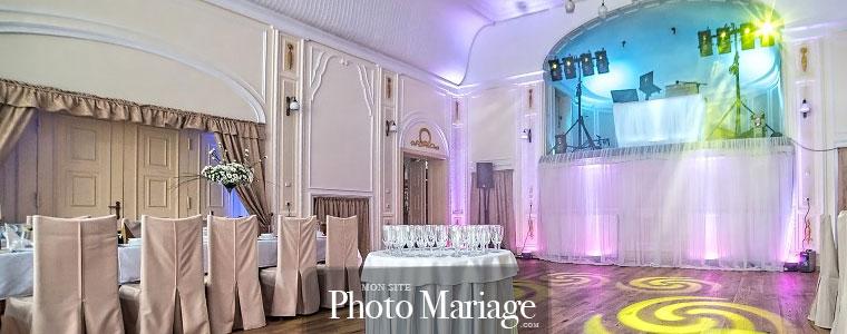 De plus en plus de futurs mariés sautent le pas et s'offrent un wedding planner pour organiser leur mariage