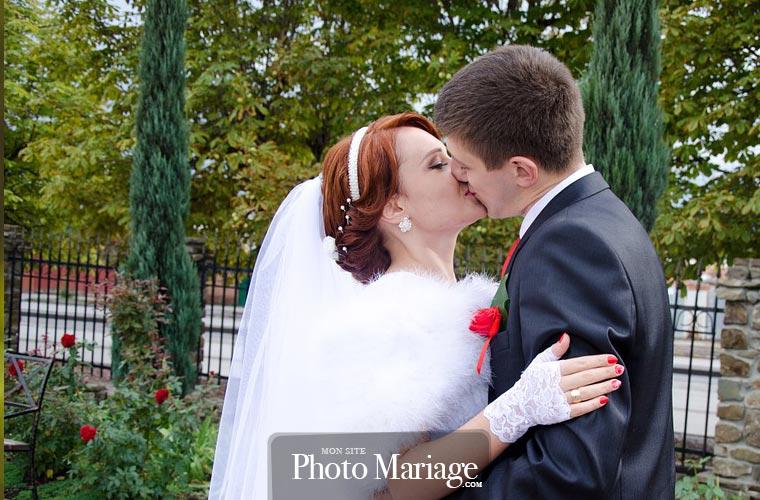Mettre en ligne un site pour son mariage permet de partager de façon spéciale l'un des plus beaux jours de sa vie. De l'organisation à la célébration, chaque étape peut ainsi être partagée avec les invités, les proches et les familles des époux.